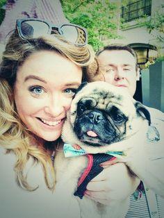 #selfie dad photobomed us #momsdrunkagain #pugchat pic.twitter.com/zXchoxCrin