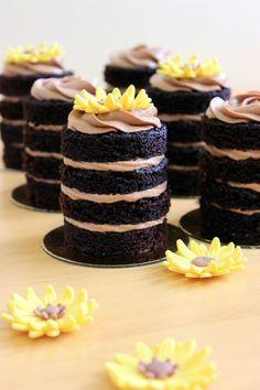 Kiara`s muffins: Tartas individuales de chocolate / Individual chocolate cake Kiara`s Kuchen: Individuelle Schokoladenkuchen / Individueller Schokoladenkuchen tortas (Visited 75 times, 1 visits today) Sweet Recipes, Cake Recipes, Dessert Recipes, Mini Cakes, Cupcake Cakes, Petit Cake, Individual Cakes, Small Cake, Mini Desserts