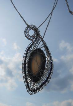 Stříbřitý+Náhrdelník, - paličkovaná krajka, bobbin lace, autor: Lenka Maslova Spetlova, Hostinné, Atelier ROS ZEFYRA s.r.o.