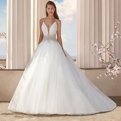 Looking for inspiring wedding dresses and gowns for your spring wedding event? We've rounded up here with extremely popular spring wedding dress ideas that fit the latest trends. Gorgeous Wedding Dress, Beautiful Gowns, Bridal Dresses, Bridesmaid Dresses, Grad Dresses, Wedding Gowns, Wedding Dress Sleeves, Neue Trends, Bridal Style