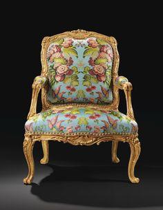 Importante silla de la reina en oro  y madera tallada Louis XV, de 1755, estampado N. Q.  FOLIOT, entregados a Madame de Pompadour en el castillo de Crécy, con un fuego de la marca Castillo de Anet |