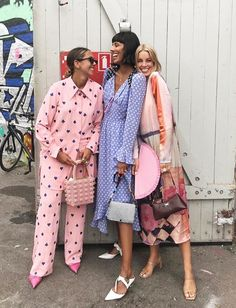 The best street style from Paris Fashion Week spring We captured street-style stars in the season's biggest trends. Mode Outfits, Fashion Outfits, Womens Fashion, Fashion Tips, Fashion Trends, Milan Fashion, Street Fashion, Copenhagen Fashion Week, Fashion Websites