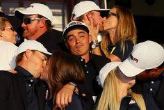 Рики Фаулер в окружении партнёров по команде празднует победу в Кубке Райдера Рики Фаулер, Гольф, Фото, райдер, спорт, Одиночество