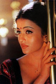 Aishwarya Rai in Saree Wallpapers #25 - CineShout