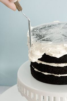 Whisk Kid: How to Frost a Cake We did just about the opposite on a birthday cake, it wasn't pretty at first :) @cassie cote