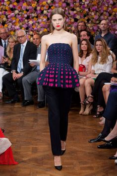 Christian Dior Fall 2012 Couture Runway - Christian Dior Haute Couture Collection - ELLE#slide-1#slide-1#slide-1
