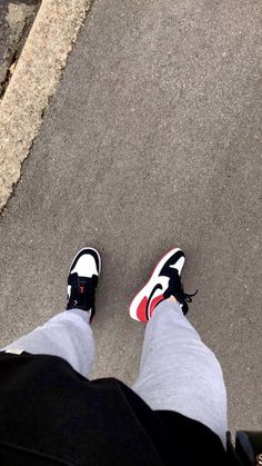 Jordan Shoes Girls, Jordan Outfits, Outfits For Teens, Aesthetic Shoes, Bad Girl Aesthetic, Mode Streetwear, Streetwear Fashion, Nike Air Shoes, Sneakers Nike