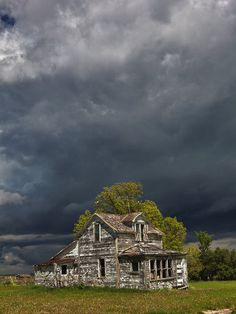 Abandoned house near Barrie, Ontario, Canada. Storm clouds are coming, but this house has seen its share of storms and is still standing. Abandoned Buildings, Abandoned Farm Houses, Old Farm Houses, Abandoned Mansions, Old Buildings, Abandoned Places, Old Barns, Haunted Places, Love Pictures