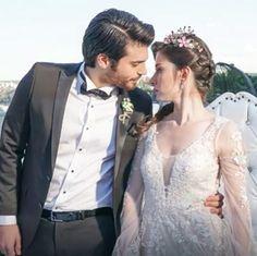 Can Yaman as Ferit and Ozge Gurel as Nazlı on their wedding day in the Turkish TV series DOLUNAY, Turkish Wedding, Spanish Men, Famous In Love, Cherry Season, Actor Studio, Wedding Kiss, Turkish Beauty, Turkish Actors, Gossip Girl