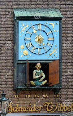 Dusseldorf, Clock with figure of Schneider Wibbel