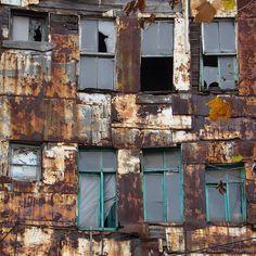 A deserted building the Balat quarter, Istanbul, Turkey, 2009, photograph by Susanne Koch.