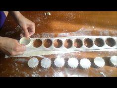 El Mchakla : Pâte 3mesures farine 1/2mesure margarine Martina Vanille Pincée de sel Mazhar et eau Farce 500g amandes non mondées finement moulus 250g de sucr...