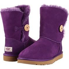 UGGS! Absolutely love these boots!!!!!!! They are boots that I could probably even wear. With my feet. When they swell!!!