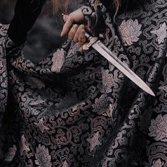 Queen Aesthetic, Princess Aesthetic, Book Aesthetic, Character Aesthetic, Fantasy Life, High Fantasy, Medieval Fantasy, Pretty Knives, Dark Castle