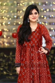 From bold colors to embroidered prints to silk clothes, Sanam Baloch dresses have given us an idea how to look trendy every season. Indian Attire, Indian Wear, Indian Outfits, Sanam Baloch Dresses, Red Frock, Indie Mode, India Fashion, Women's Fashion, Fashion Design