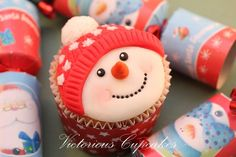 The Cutest Snowman Cupcakes ever! By Victorious Cupcakes, England. Cupcakes Fondant, Cookies Cupcake, Snowman Cupcakes, Cute Cupcakes, Purple Cupcakes, Ladybug Cupcakes, Kitty Cupcakes, Giant Cupcakes, Oreo Cupcakes
