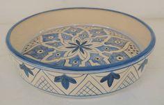 Saladeira Istambul - Cerâmica … Blue Pottery, Pottery Plates, Ceramic Plates, Ceramic Pottery, Pottery Painting, Ceramic Painting, Ceramic Art, China Clay, Glaze Paint