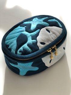 小さなソーイングボックス - メグとハワイアンキルトな日々 Hawaiian Quilts, Coin Purse, Quilting, Tutorials, Wallet, Purses, Animal, Patterns, Bags