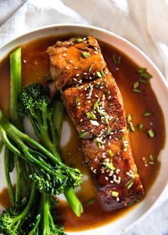 Honey Garlic Salmon Just 5 ingredients to make this incredible salmon dish with an addictive honey garlic sauce! Elegant enough for a dinner party fast enough for mid week meals! Salmon Dishes, Fish Dishes, Seafood Dishes, Seafood Recipes, Cooking Recipes, Amish Recipes, Fast Recipes, Restaurant Recipes, Garlic Salmon