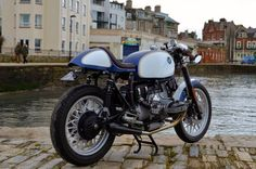 RocketGarage Cafe Racer: Bmw Blu&White