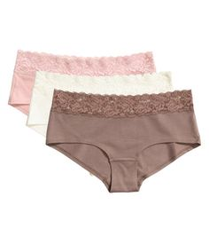 Taupe. Hipster briefs in cotton jersey with wide lace trim at top, regular waist, and lined gusset. Wide sides and medium coverage at back.