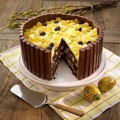 Kvikk Lunsj påskekake med appelsinkrem Norwegian Food, Creative Food, Cake Cookies, Sweet Recipes, Baking Recipes, Bakery, Deserts, Good Food, Food And Drink
