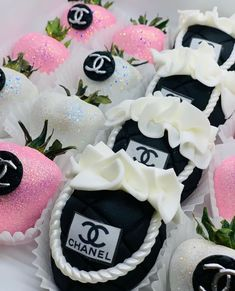 Chanel Cake, Chanel Party, Chocolate Covered Treats, Chocolate Dipped Strawberries, Pink Birthday, Sweet 16 Birthday, Birthday Ideas, Brunch Party Decorations, Family Cake