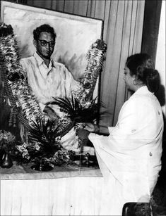 In the golden period of the Indian film industry, Guru Dutt emerged as an enigma. Bollywood Couples, Best Dance, Film Industry, Best Songs, Love Birds, Love Story, Real Life, History, Artist