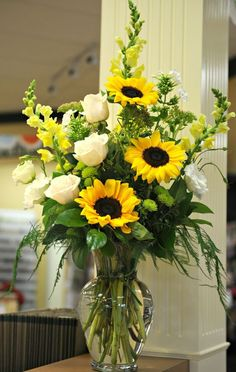 White roses were always my favorite & now I love sunflowers too! Sunflowers, white roses, yellow snapdragons, white garden phlox, and lime button mums. Rosen Arrangements, Sunflower Arrangements, Flower Arrangements Simple, Floral Centerpieces, Sunflower Vase, Wedding Centerpieces, Gerbera Daisy Centerpiece, Sunflower Centerpieces, Funeral Flower Arrangements