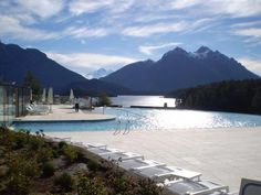 The best pool view in Patagonia & quite possibly the world @Llao Llao Hotel & Resort, Golf - Spa - Bariloche - pic.twitter.com/nj74cFOLDY