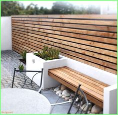 modern garden design Having a small garden or a small outdoor living space does not mean that you cant have a great garden. Even the tiniest backyard can have impact. Fancy Fence, Planter Bench, Planter Boxes, Walled Garden, Small Garden Design, Patio Design, Garden Wall Designs, Concrete Planters, Concrete Garden Bench