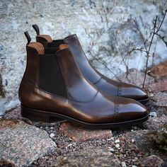 Our brogued balmoral chelsea boot on last 915 with Vibram rubber sole. We ship world wide and deduct vat on orders outside EU.⠀  ⠀  ▪️Model..Brogued balmoral chelsea boot (stock model).  ▪️Last.....915.⠀  ▪️Sole.....Vibram (full rubber).⠀  ▪️Color....Dark brown leather with hand finish.⠀  ▪️Brand...Yanko⠀  ▪️Price.....2995 sek (2556 ex vat)⠀  #skolyx #shoecare #menswear #mensshoes #classicshoes #shoeporn #shoestyle #mensfashion #mensstyle #shoesoftheday #last915 #balmoral #yanko