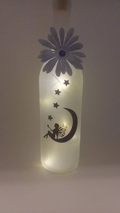 Wine Bottle Fairy Lights, Wine Bottle Vases, Lighted Wine Bottles, Wine Bottle Crafts, Bottle Art, Glass Bottles, Xmas Crafts, Diy Crafts, Tulle Bows