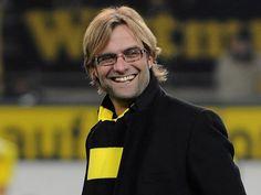 """El entrenador del Borussia Dortmund, Jürgen Klopp, considera que Pep Guardiola es """"el más grande"""" entre los entrenadores actuales y asegura que él y su equipo se reúnen para ver juntos cada derbi del Barcelona contra el Real Madrid. Ver más en: http://www.elpopular.com.ec/46504-entrenador-del-dortmund-ve-a-guardiola-como-el-mas-grande.html?preview=true"""