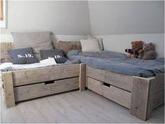 Een waanzinig mooi bed, voor in de slaapkamer voor de kids!  Vol heerlijke kussens, een echt lounge hoekje!