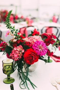 Gorgeous centerpieces with bold colored flowers