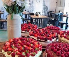 cute, pink şi girly imagine pe We Heart It Cakes By Melissa, Yummy Yummy, Yummy Food, Caroline Rose, Raspberry, Strawberry, Bakery Logo Design, Animated Gif, We Heart It
