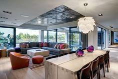 Cosa ne pensi dei complementi d'arredo scelti per questo living?  #arredamento #casa #living #design pic.twitter.com/vfIkWqmo4n