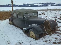 Citroen Traction avant Abandoned Cars, Abandoned Buildings, Rat Hod, Vintage Cars, Antique Cars, Art Deco Car, Automobile, Citroen Traction, Traction Avant