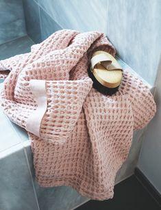 Sådan forvandlede stylisten sit 3 kvm lille badeværelse til en skøn spa-oase Merino Wool Blanket, Spa, Inspiration, Biblical Inspiration, Inspirational, Inhalation