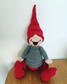 Crochet ideas that you'll love Christmas Snowman, Handmade Christmas, Christmas Crafts, Christmas Ornaments, Crochet Christmas Decorations, Christmas Crochet Patterns, Capes For Kids, Navidad Diy, Bazaar Ideas