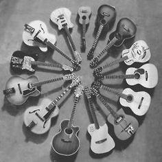 Guitarra, guitarra e mais guitarra.