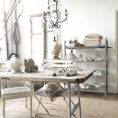 #itsfriday ! #enjoy #showroom #shabbychic #antiques #ambiance #styling #neutrals #almostweekend #brocante #decor #decorating by detweedelente