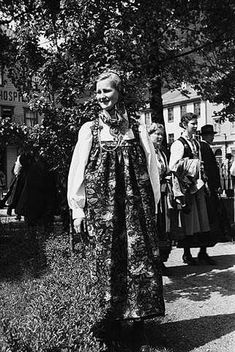 Galleri NOR 1939 Folk Costume, Costumes, Norse Pagan, Old Pictures, Norway, Dresses, Fashion, Hipster Stuff, Vestidos