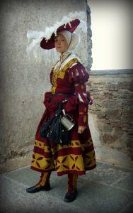 German 1500s, Landsknekts-hawser Renaissance Mode, Renaissance Fashion, Renaissance Clothing, Medieval Costume, Medieval Dress, Medieval Hats, Historical Costume, Historical Clothing, Boho Hippie