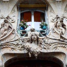 Doorway in Paris. Photography by Christine Lueddecke