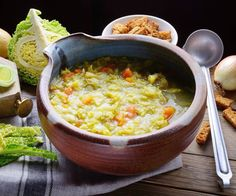 Tuscan Chicken and White Bean Soup (Video Recipe) - VitaClay® Chef Cabbage Soup Recipes, Healthy Soup Recipes, Quick And Easy Soup, White Bean Soup, Seafood Dinner, Vegan Dinners, No Cook Meals, Food Videos, Macaroni And Cheese