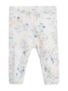 Blommiga leggings med smal spetskant i benslut. Leggingsen har infälld resår i midjan och är tillverkade av 100% ekologisk bomull. Shoppa online & i butik hos KappAhl!