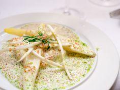 Brandade, asparges og stenbiderrogn Kefir, Fish And Seafood, Hummus, Bread, Dishes, Ethnic Recipes, Velvet, Breads, Tablewares