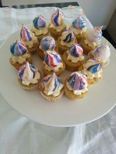 Rainbow meringue cupcakes
